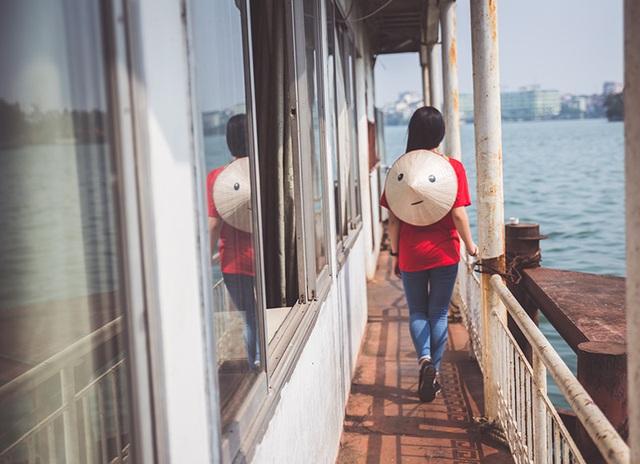 Nón Lá trên bến thuyền cũ