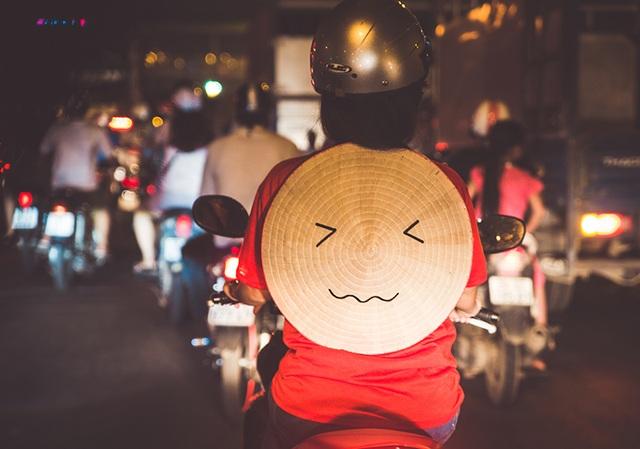 Nón Lá đi xe máy