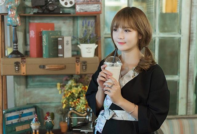Đến nay đã tròn 1 năm kể từ khi nick-name hot girl dân tộc ra đời, Thu Hương vẫn giữ tính cách thân thiện, gần gũi chứ không có vẻ xa cách của một cô gái được nhiều người yêu mến.