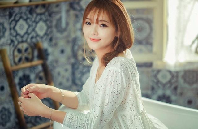Bên cạnh việc kinh doanh, Hương vẫn thường xuyên nhận lời làm người mẫu ảnh.