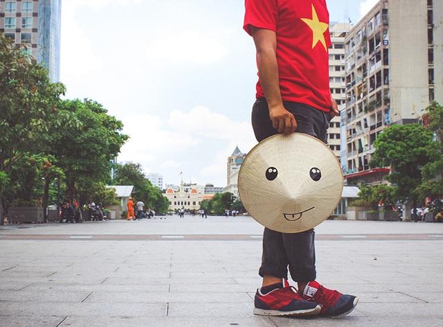 Nón Lá đi dạo trên phố đi bộ Nguyễn Huệ - Sài Gòn
