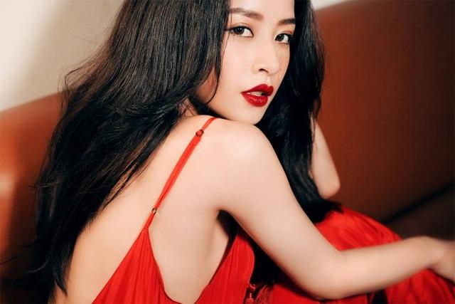 Trong số 1,5 triệu người theo dõi đó, có không ít người hâm mộ đến từ nước ngoài. Chi Pu đã chứng tỏ được sức ảnh hưởng của mình không chỉ ở Việt Nam, mà còn lan tỏa sang một vài nước trong khu vực. Ngoài việc từng được nhiều tờ báo nước ngoài ưu ái, mới đây nhất, Chi Pu có chuyến sang Hàn Quốc để làm việc và xuất hiện xinh đẹp bên cạnh thành viên của nhóm nhạc đình đám T-ara.