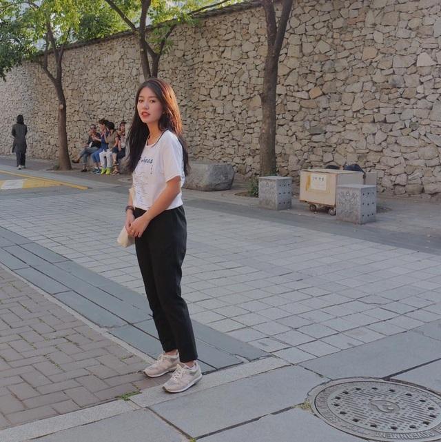 Tuy nhiên, không giống với 2 cô bạn còn lại, Mẫn Tiên không xuất hiện nhiều ở các hoạt động bề nổi cho giới trẻ mà thay vào đó, cô quyết tâm tập trung cho sự nghiệp học tập của mình. Sau khi giành học bổng, hot girl sinh năm 1996 đã sang Nhật Bản du học.