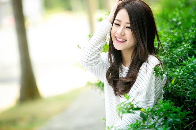Nếu có người hỏi bí quyết ghi điểm mỗi khi chụp hình của Chi Pu là gì thì chắc chắn đó đơn giản chỉ là nở một nụ cười thật tự tin và pose dáng.