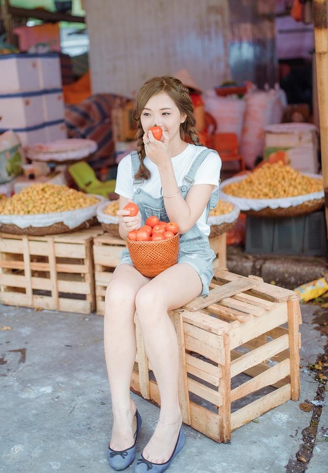 Hiện nay, cô là gương mặt mẫu ảnh thường xuyên của các nhiếp ảnh gia Hà thành. Hương đang thử nghiệm nhiều phong cách khác nhau để trau dồi khả năng và sự tự tin trước ống kính.