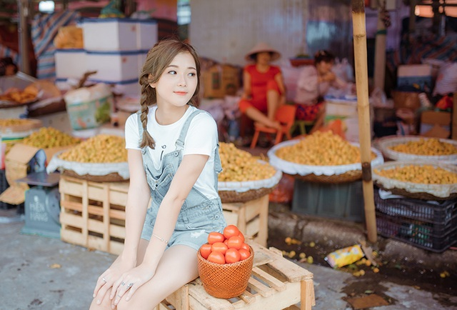 Lê Thu Hương sinh năm 1993, hiện cô vừa tốt nghiệp ĐH Văn Hóa Hà Nội. Cô đang nỗ lực để trở thành một nữ doanh nhân trong lĩnh vực thời trang và đồ uống.