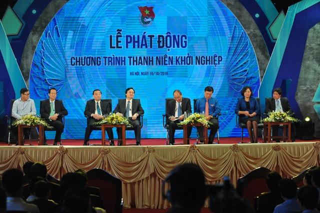 Thủ tướng và các Bộ trưởng, Thứ trưởng đối thoại với các thanh niên khởi nghiệp. Buổi đối thoại nằm trong khuôn khổ lễ phát động chương trình Thanh niên khởi nghiệp.