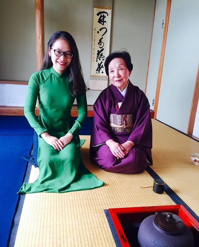 Nguyễn Cẩm Ly mặc áo dài trên đất Nhật.