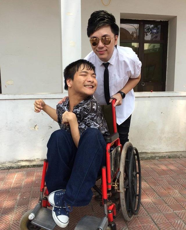 Minh Vương thường xuyên dành những lời động viên cho chàng nhạc sĩ đặc biệt này