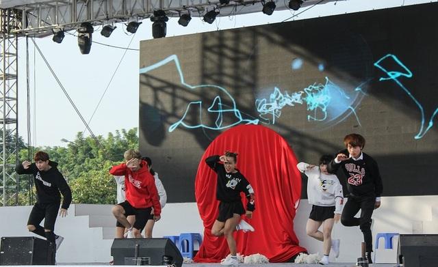 Bạn trẻ Hà Nội nhảy Kpop điệu nghệ như vũ công chuyên nghiệp - 4