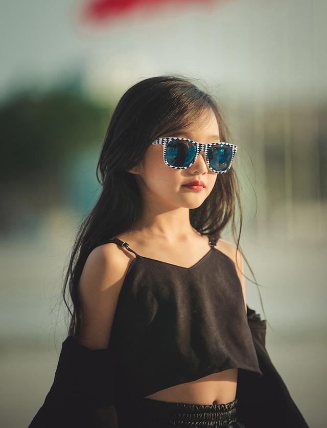 Chị Tuyết Anh cũng cho biết, các cô giáo dạy Bảo Anh trở thành người mẫu cũng luôn tạo điều kiện cho bé và các bạn được thử sức mình ở những chương trình diễn thời trang lớn và nhỏ, để con có được những kinh nghiệm khi đứng trên sân khấu và sải những bước chân tự tin.