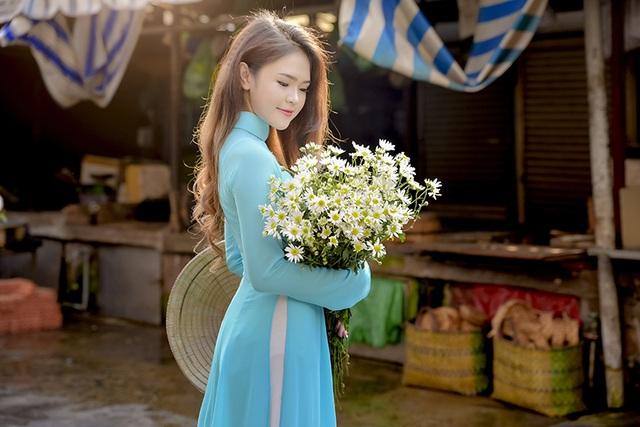 Hoa cúc họa mi đẹp dịu dàng trong nắng Sài Gòn