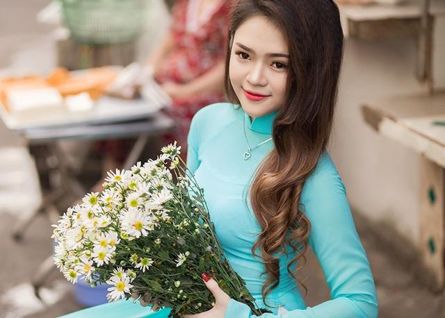 Nguyễn Thị Như Thơ (nick-name là Su Râu), sinh năm 1994, quê ở Phú Yên, hiện đang học tại trường ĐH Nông lâm TP. HCM.
