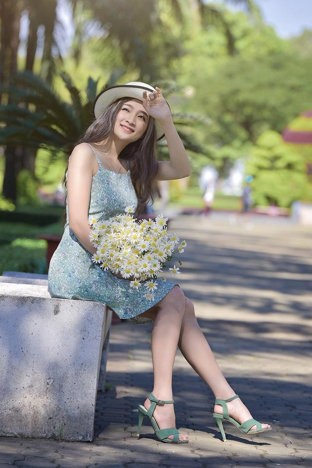 Mặc dù có cái tên khá nam tính là Duy nhưng cô gái quê gốc Quảng Nam lại mang vẻ đẹp ngọt ngào, nữ tính.