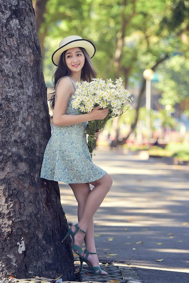 Bộ ảnh với hoa cúc hoạ mi được Duy thực hiện cùng với nhiếp ảnh Lê Hồng Trang.