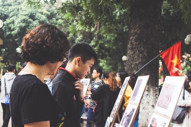 """Thông qua """"Có một thời như thế"""" nhóm sinh viên mong tái hiện được một thời kì khó khăn, nghèo đói nhưng đầy tình người để hình ảnh đó đến được với không chỉ sinh viên Việt Nam mà còn cả sinh viên quốc tế đang học tập trong trường."""