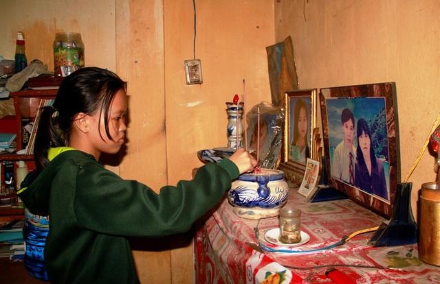 Cha, mẹ và chị gái đều mất, dù vậy chị em Thu Sang- Thu Sum vẫn nghị lực nuôi ước mơ tới trường