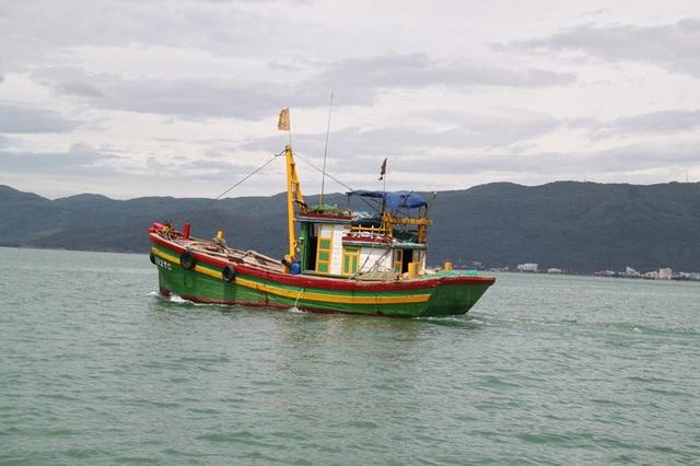 Ngư dân khai thác thủy sản trên biển thường đối diện với nhiều rủi ro do thiên tai và tai nạn lao động