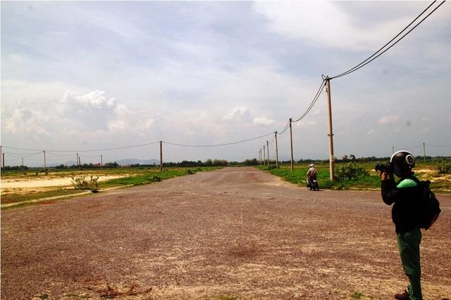 Khu tái định cư 1 và 2 thuộc xã Cát Tiến (huyện Phù Cát, Bình Định) đầu tư hạ tầng cơ sở, tiền bồi thường giải phóng mặt bằng lên đến hàng chục tỷ đồng nhưng bỏ hoang.