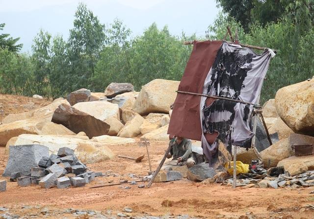 Dù hết giấy phép khai thác đá 2 năm nay nhưng  Công ty CP Đại Tín vẫn tiếp tục khai thác đá tại núi Hòn Chà