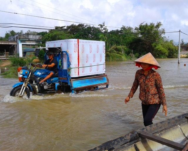 Nhiều tuyến giao thông bị nước lũ chia cắt