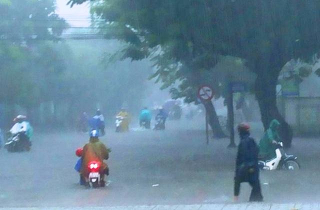 Nhiều tuyến đường phố Tuy Hòa (Phú Yên) bị ngập (ảnh Facebook Tuyết Babel)
