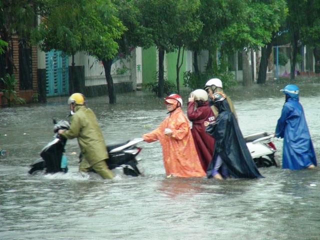 Mưa lớn kèm thủy điện xả lũ khiến nhiều địa phương trong tỉnh Phú Yên bị ngập