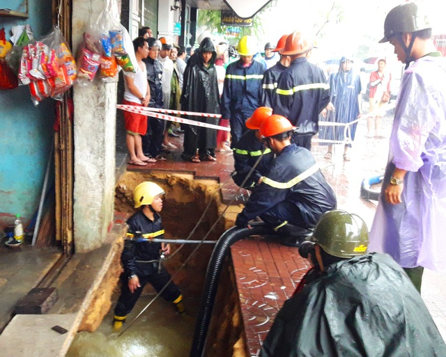 Lực lượng cứu hộ kịp thời có mặt tại hiện trường xử lý, tránh hậu quả đáng tiếc xảy ra
