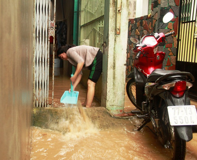 Mưa lớn lịch sử khiến hàng trăm hộ dân ở phường Đống Đa (TP Quy Nhơn) bị ngập nước