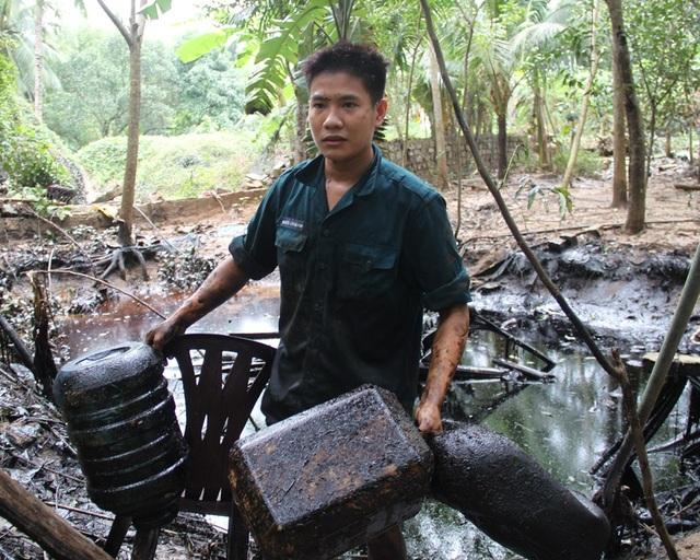 Người dân lo lắng dầu sẽ ngấm xuống nguồn nước sinh hoạt