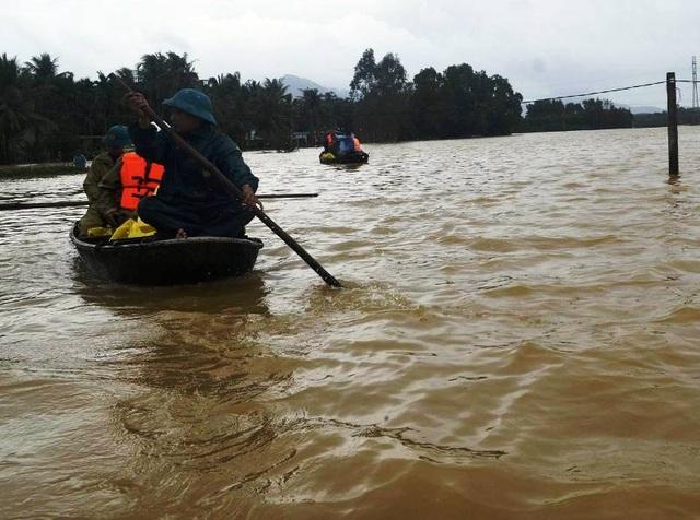 Đến chiều tối 18/12, vẫn còn hơn 6.000 hộ dân tỉnh Bình Định bị ngập nước