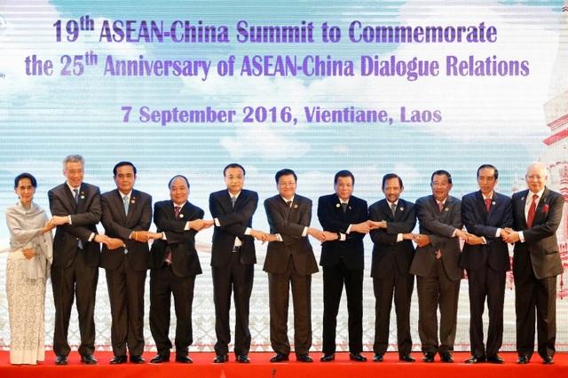 Lãnh đạo các quốc gia tham dự Hội nghị cấp cao ASEAN - Trung Quốc lần thứ 19 tại Viêng Chăn, Lào ngày 1/9 (Ảnh: Reuters)