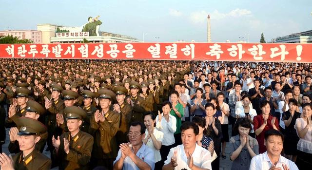 Theo một báo cáo mới được công bố gần đây, các chuyên gia vũ khí nhận định Triều Tiên có đủ nguyên liệu để chế tạo thành công 20 quả bom hạt nhân từ nay cho đến cuối năm bằng việc khởi động các cơ sở làm giàu uranium kết hợp với kho chứa plutonium hiện có của Bình Nhưỡng.