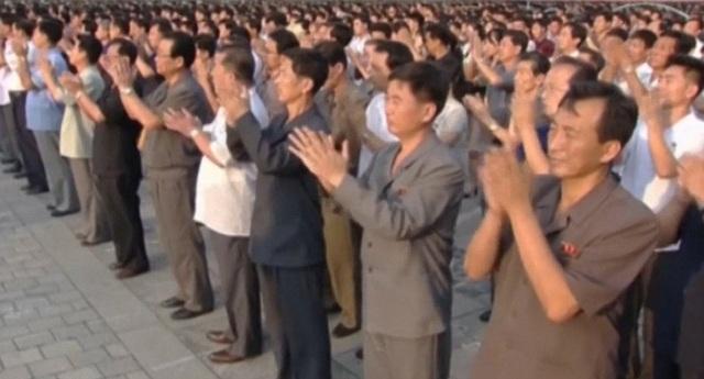 Tuy nhiên, hình ảnh nhà lãnh đạo Kim Jong-un không xuất hiện trong video lần này. Đài KRT cũng không nêu cụ thể ngày tổ chức lễ diễu hành.