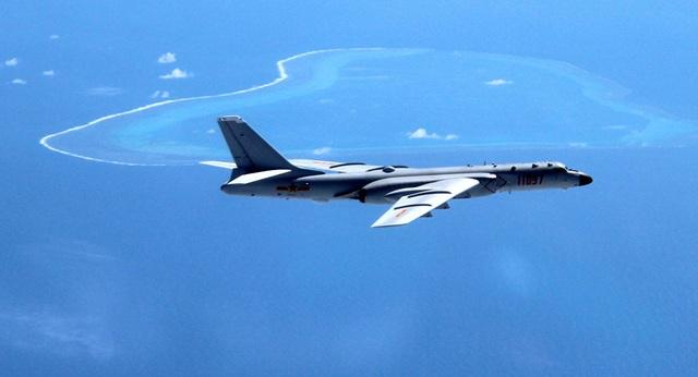 Máy bay H-6K của Trung Quốc xuất hiện ở Biển Đông (Ảnh: Tân Hoa Xã)