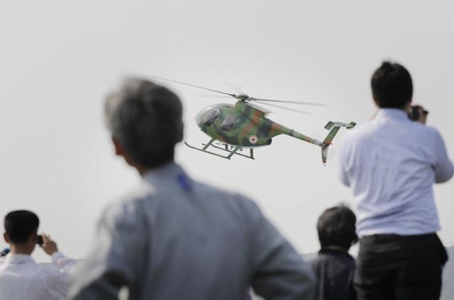 Đông đảo phóng viên, nhà báo quốc tế và người dân Triều Tiên tới theo dõi cuộc triển lãm lần đầu tiên diễn ra tại nước này (Ảnh: Yahoo)