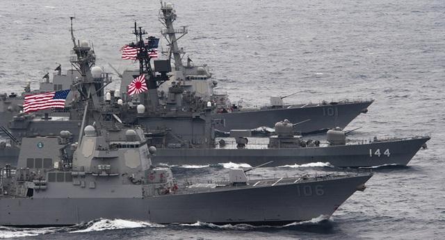 Các tàu Mỹ và Nhật Bản trong một cuộc tập trận chung (Ảnh: Sputnik)