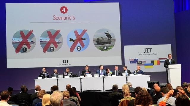 Buổi công bố kết quả vụ bắn rơi máy bay MH17 của nhóm điều tra quốc tế (Ảnh: RT)