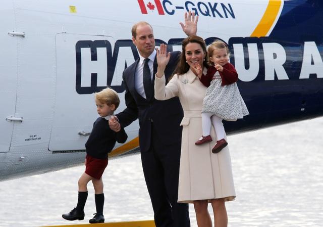 """Hoàng tử William và Công nương Kate cũng gửi lời cảm ơn tới người dân Canada sau chuyến đi này. """"Catherine và tôi vô cùng biết ơn người dân Canada vì sự nồng ấm và lòng hiếu khách mà họ đã dành cho gia đình chúng tôi trong tuần qua""""."""