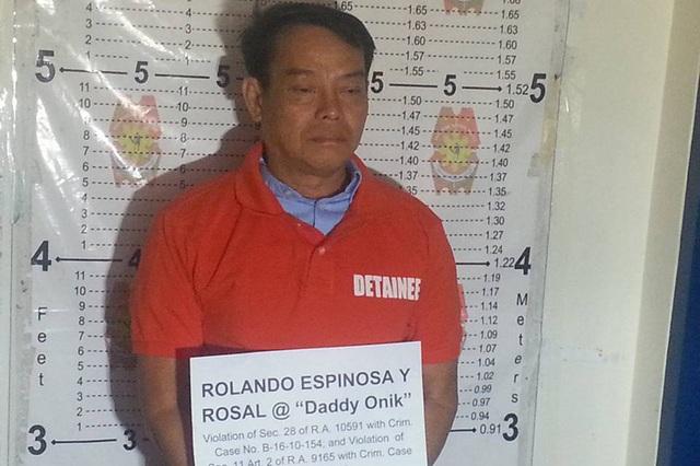 Rolando Espinosa tại sở cảnh sát (Ảnh: ABS News)