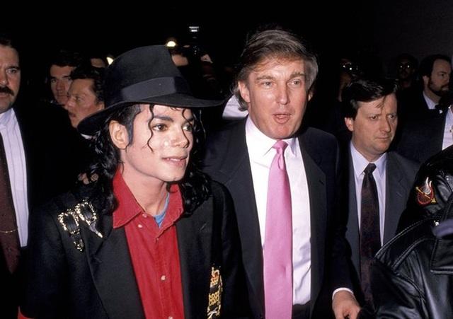 Ông hoàng nhạc pop Michael Jackson tới dự lễ khai trương Trump Taj Mahal của tỷ phú Trump (Ảnh: WireImage)