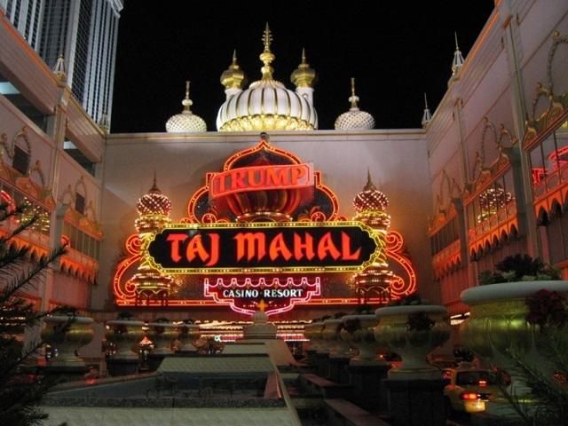 Năm 1991, ông Trump lần đầu tiên nộp đơn xin phá sản vì hoạt động kinh doanh thua lỗ tại sòng bạc Trump Taj Mahal, tức là chỉ 1 năm sau khi khai trương. (Ảnh: Rex)