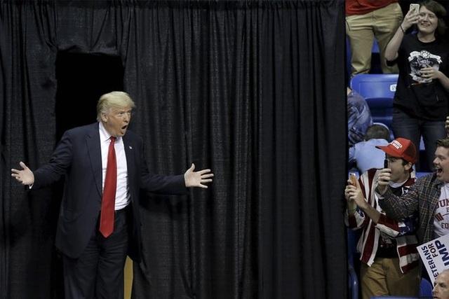 Tháng 5/2016, ông Trump là người cuối cùng còn trụ lại trong cuộc đua giành chiếc vé đại diện cho đảng Cộng hòa ra tranh cử cùng các đối thủ bên các đảng còn lại sau khi thượng nghị sĩ Ted Cruz tuyên bố dừng chiến dịch tranh cử của mình. (Ảnh: Reuters)