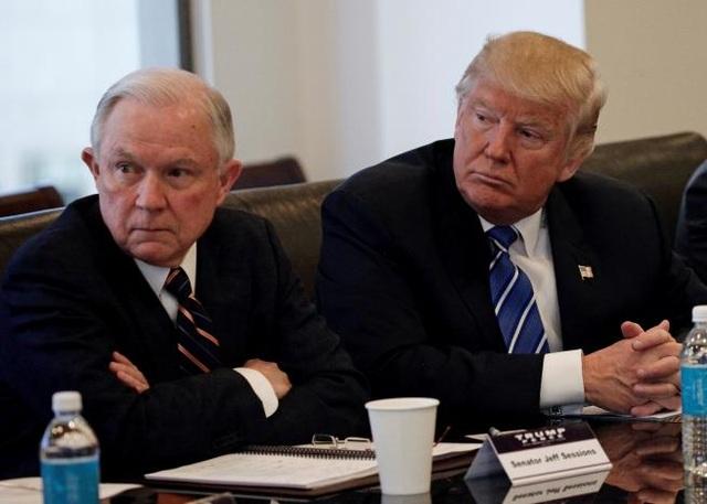 Tổng thống đắc cử Donald Trump và Thượng nghị sĩ Jeff Sessions (Ảnh: Reuters)