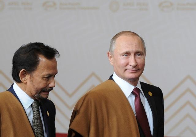 Tổng thống Vladimir Putin (phải) tham dự Hội nghị APEC 2016 tại Peru (Ảnh: Reuters)