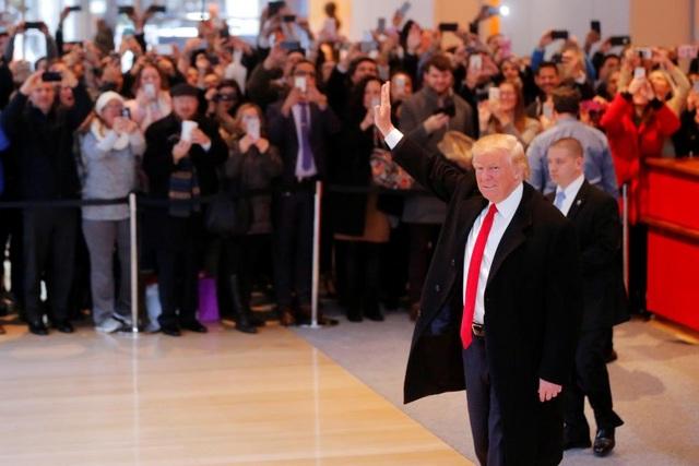 Sự xuất hiện của tân tổng thống đắc cử Mỹ tại trụ sở New York Times thu hút sự chú ý của nhiều người.