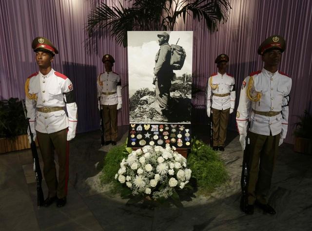 Việt Nam ngày 28/11 thông báo sẽ để quốc tang một ngày để tưởng nhớ lãnh tụ Fidel Castro vào ngày 4/12. Trước đó, chính phủ Triều Tiên và Venezuela cũng thông báo sẽ để quốc tang vị anh hùng cách mạng lỗi lạc của đất nước Cuba.