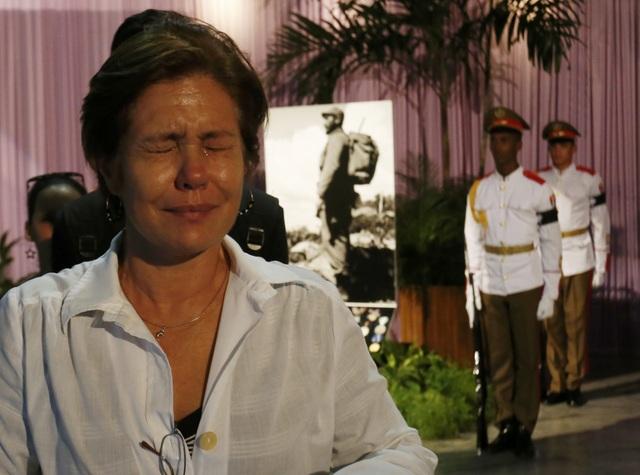 Những giọt nước mắt đã rơi trước sự ra đi của vị anh hùng lỗi lạc, nhà lãnh đạo kiệt xuất của đất nước Cuba.