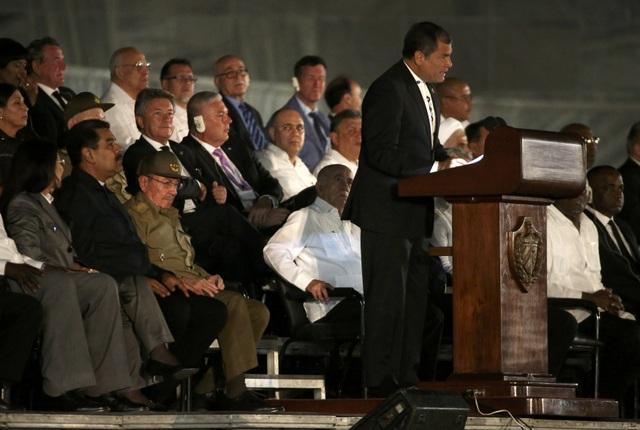 Tổng thống Ecuador Rafael Correa bày tỏ niềm tiếc thương vô hạn trước sự ra đi của lãnh tụ Cuba Fidel Castro trong bài phát biểu của ông tại Quảng trường Cách mạng tối 29/11.