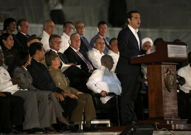 Trong bài phát biểu tại Quảng trường Cách mạng, Thủ tướng Hy Lạp Alexis Tsipras gửi lời chia buồn tới chính phủ, người dân và đất nước Cuba trước sự ra đi của lãnh tụ Fidel Castro.